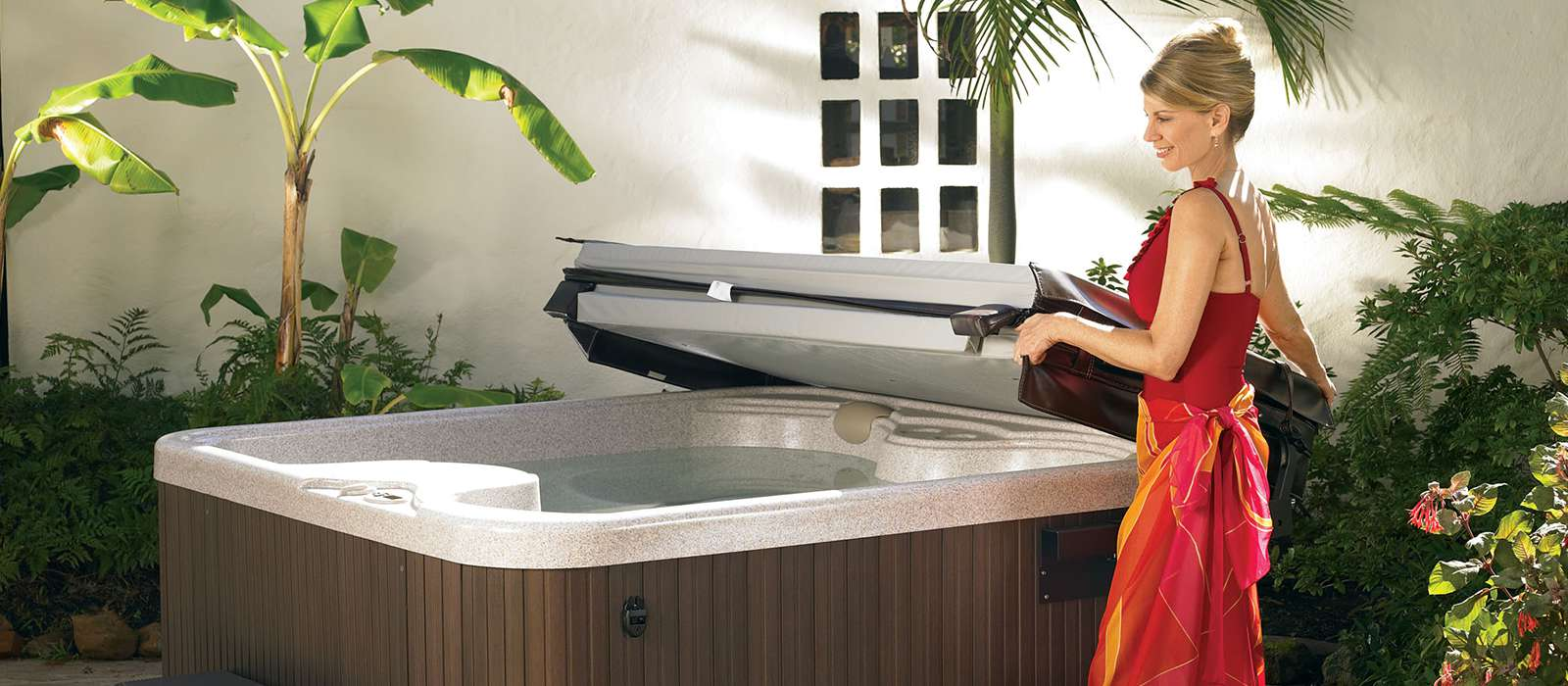 The SX 3 person hot tub provides the same unique features found in much larger spas, with a slim profile perfect for smaller spaces.